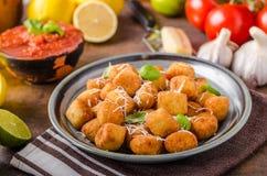 Mini croquete fritado dourado fotografia de stock