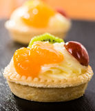 Mini crostata con budino Immagini Stock