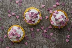 Mini crostata con i cuori rosa Fotografie Stock
