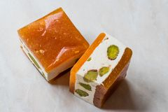 Mini Cube Helva o Halva con sabor del pistacho y del albaricoque Foto de archivo libre de regalías