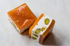 Mini Cube Helva oder Halva mit Pistazien-und Aprikosen-Aroma Lizenzfreies Stockfoto