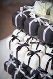 Mini Czarny I Biały Ślubni torty i faborki Obrazy Royalty Free