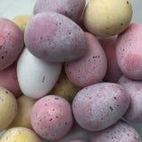 Mini czekoladowych jajek cukieru pokryty cukierek Zdjęcia Stock