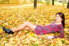 mini czerwieni spódnicy kobieta zdjęcia stock