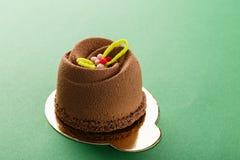 Mini dessert de pâtisserie de mousse couvert de velours de chocolat images libres de droits