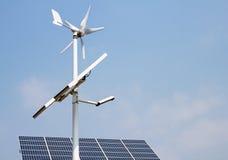 Mini energía eólica y los paneles solares Imagen de archivo libre de regalías