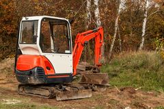 Free Mini Excavator On A Building Site. Excavation Work. The Excavator Works In The Garden. Stock Photo - 103267780