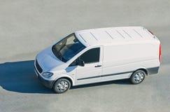 Mini excursão pequena camionete barramento do passageiro na estrada isolada Imagens de Stock Royalty Free