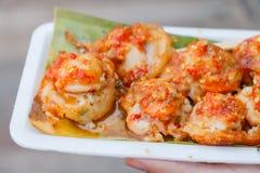 Mini Fried Mussels im Teig, sich hin- und herbewegender Markt lizenzfreies stockfoto