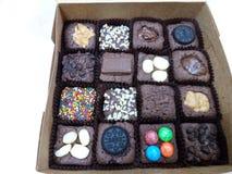 mini gâteau de chocolat dans la boîte images libres de droits