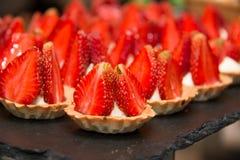 Mini galdérias com creme da morango e da baunilha Imagem de Stock Royalty Free