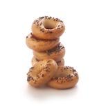 Mini galletitas crujientes de forma anular con la amapola imágenes de archivo libres de regalías