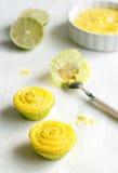 Mini gelbe kleine Kuchen Stockfotografie