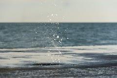 Mini geyser em um dique Foto de Stock Royalty Free