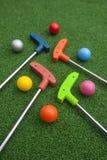 Mini Golf Clubs en Ballen royalty-vrije stock afbeelding
