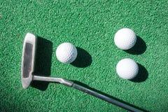 Mini golfowa scena z piłką i klubem fotografia stock