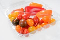 Mini- grönsakblandning med peppar och körsbärsröda tomater Arkivfoto