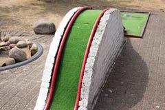 Mini- hål för golfgräsplanhinder royaltyfri bild
