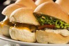 Mini- hamburgare med ost Royaltyfria Foton