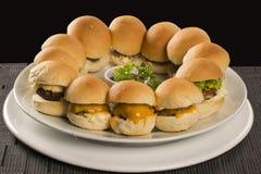 Mini- hamburgare med ost Arkivfoto
