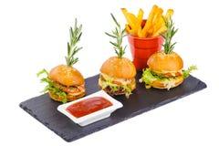 Mini hamburger z korzennymi kumberlandu francuza dłoniakami Zdjęcia Royalty Free