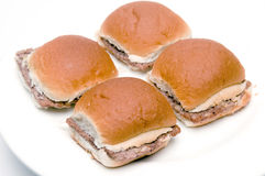 Mini hamburgerscheeseburgers met uien Stock Foto