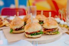 Mini hamburgery dla przyjęcia Zdjęcie Royalty Free