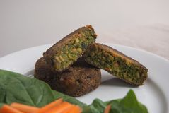 Mini hamburguesas del vegano fotos de archivo