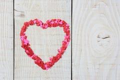 Mini Hearts en la madera Imagenes de archivo
