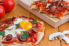 Mini Homemade Breakfast Pizza Fotografia Stock Libera da Diritti