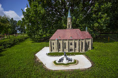 Mini Hungary, St Michale& x27; iglesia de s de Cluj-Napoca con el rey imágenes de archivo libres de regalías
