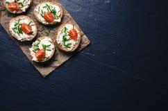 Mini kanapki na ciemnym tle Obraz Stock