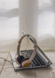 Mini laptop and hearphones Royalty Free Stock Images