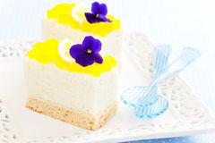 Mini lemon and vanilla cake Royalty Free Stock Photos
