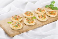 Mini Margherita Pizzas Lizenzfreies Stockfoto