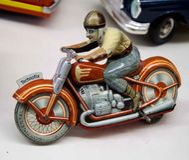 Mini Model Man en el moto foto de archivo libre de regalías