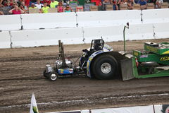 Mini Modified Tractor Pulling i bowlsplan, OH royaltyfri bild