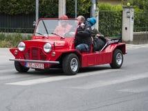 Mini moke czerwień Zdjęcie Royalty Free