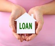 Mini papieru dom z pożyczkowym tekstem Fotografia Stock