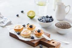 mini pasteles de queso hechos en casa Foto de archivo