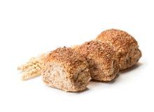 Mini petits pains et oreilles de blé d'isolement sur le fond blanc Photographie stock libre de droits
