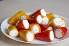 Mini pimientas rellenas con queso Foto de archivo