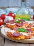Mini pizza de pepperoni caseiro Imagem de Stock