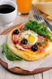 Mini pizza pour le petit déjeuner Image stock