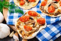 Mini pizza végétarienne Photographie stock