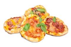 Mini Pizzas con basilico Fotografia Stock Libera da Diritti