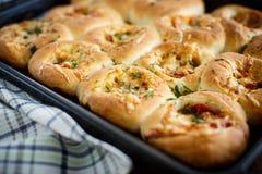 Mini pizzas cozidas enchidas com queijo Fotografia de Stock Royalty Free