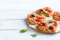 Mini pizzas en forme de coeur Images stock