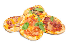 Mini Pizzas med basilika Royaltyfri Fotografi