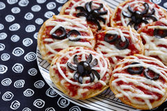Mini pizze decorate per un Halloween Fotografia Stock